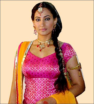 Rakshanda Khan Bra Size, Weight, Height and Measurements