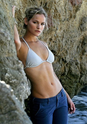 Kelly Overton Bra Size, Weight, Height and Measurements