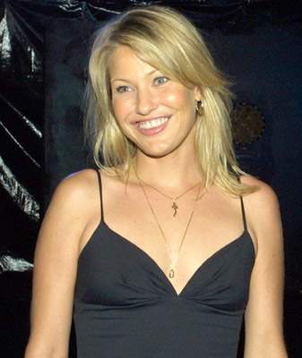 Joey Lauren Adams Bra Size, Weight, Height and Measurements