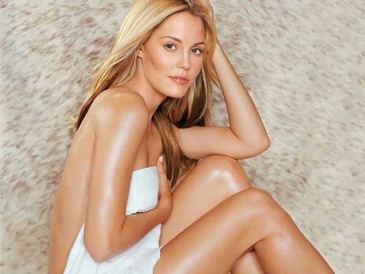 Leslie Bibb Bra Size, Weight, Height and Measurements