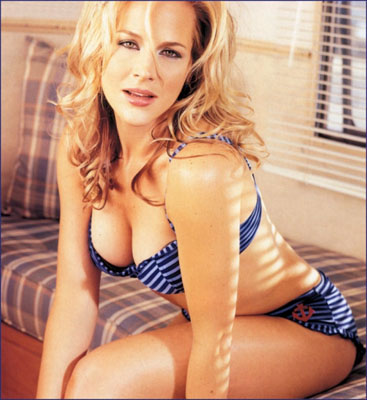 Julie Benz Bra Size, Weight, Height and Measurements