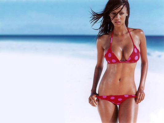 Tyra Banks Bra Size, Weight, Height and Measurements