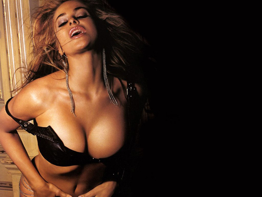 Carmen Electra Bra Size, Weight, Height and Measurements
