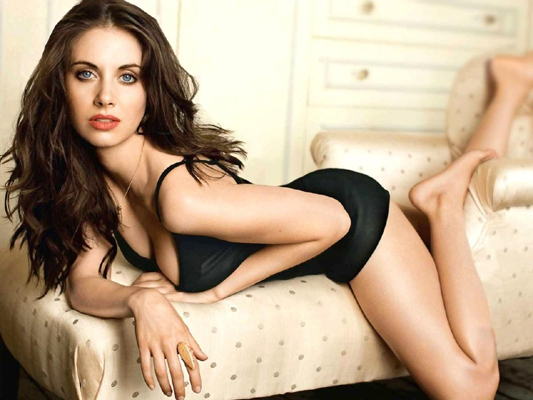 Alison Brie Bra Size, Weight, Height and Measurements