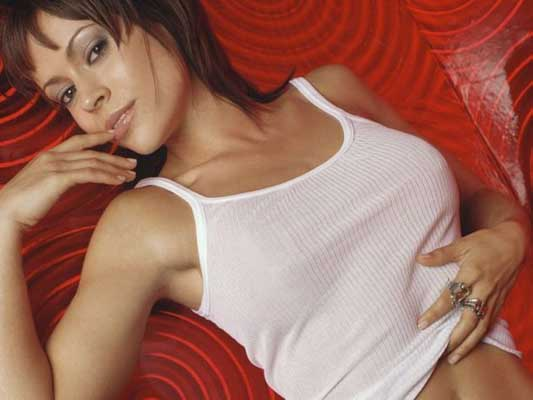 Alyssa Milano Bra Size, Weight, Height and Measurements